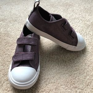 Girls size 10 converse sneakers new
